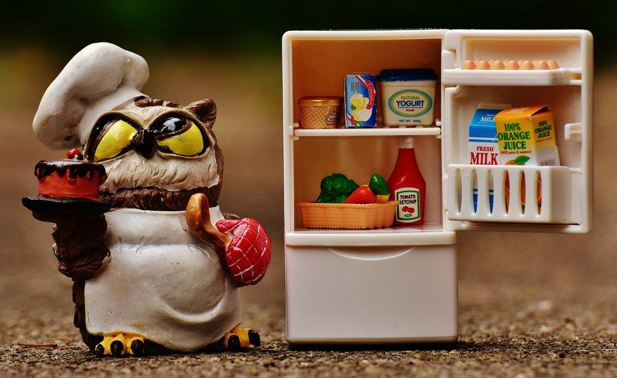 Co przechowywać w dolnych szufladach lodówki?