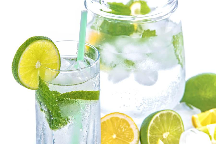 Odpowiednie nawodnienie to podstawa w pracy – dostawa wody do firmy