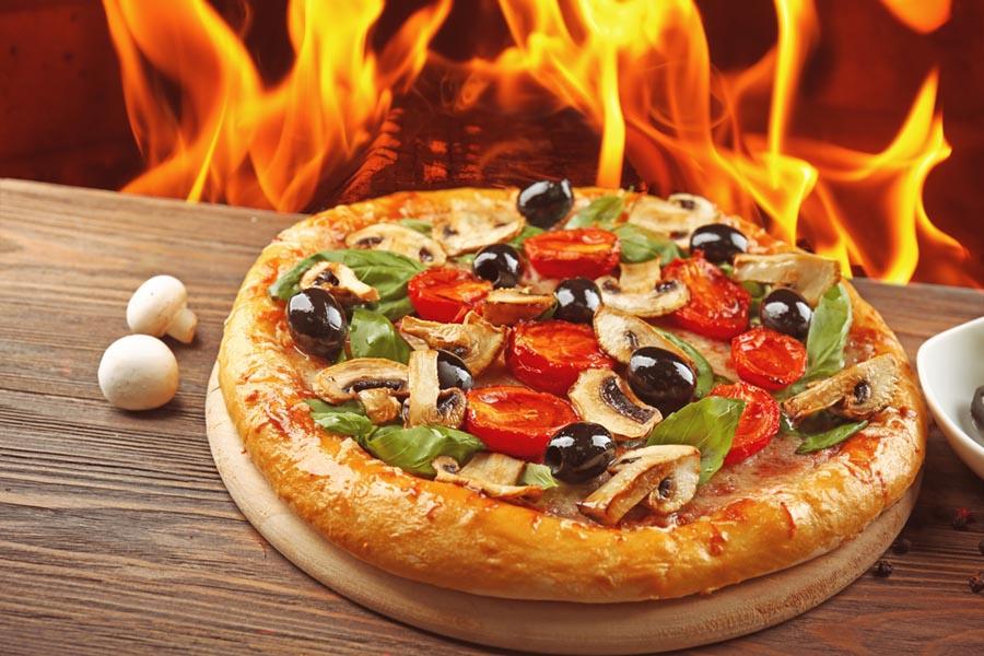 Pizza na ostro? Zobacz, jakie dodatki i przyprawy możesz wykorzystać!