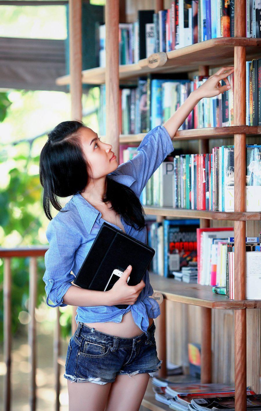 Książki młodzieżowe – czy to dobry pomysł na prezent?