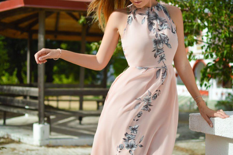 Jedna sukienka na wiele okazji – sprawdź, jaki fason pasuje do Twojej sylwetki