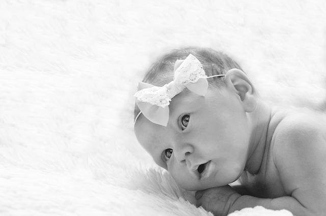 Co powinna zawierać wyprawka dla niemowlaka?