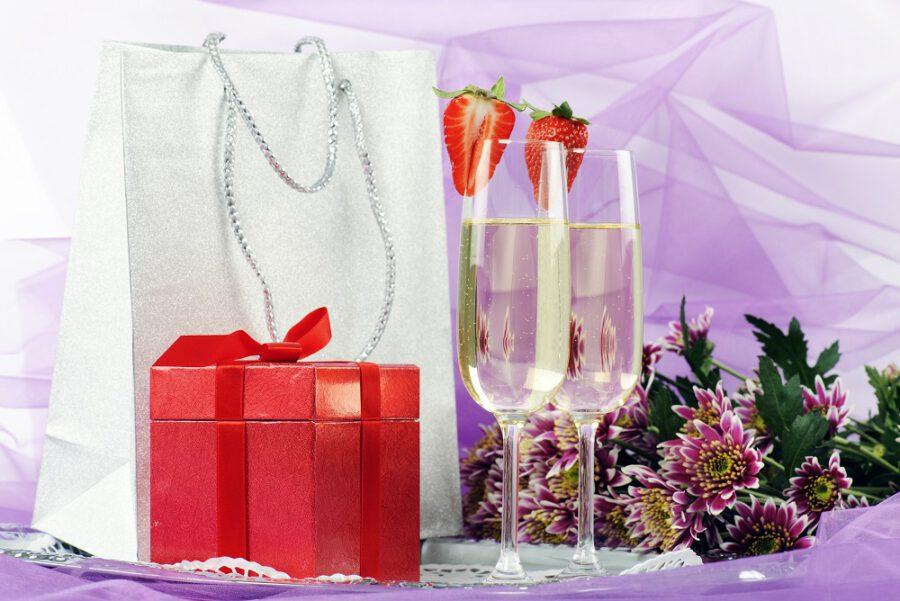 Alkohol na prezent ślubny – jak go zapakować, żeby się wyróżniał?